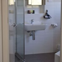 20120731_unit 5 bathroom 2_4730