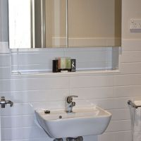 20120731_unit 5 bathroom_4735